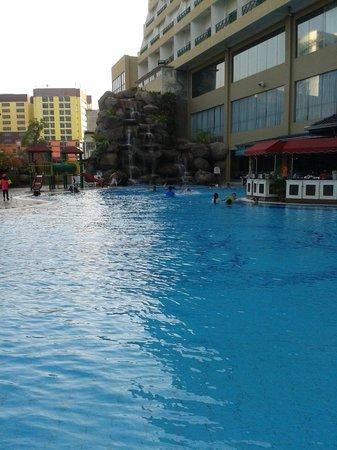 M.S. Garden Hotel Kuantan: Large clean pool