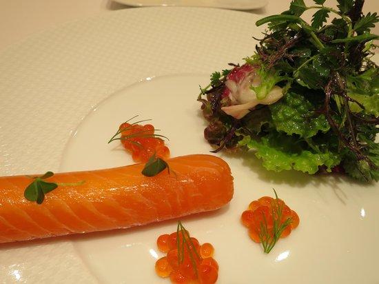 Restaurant Feu: salmon cream cheese roll