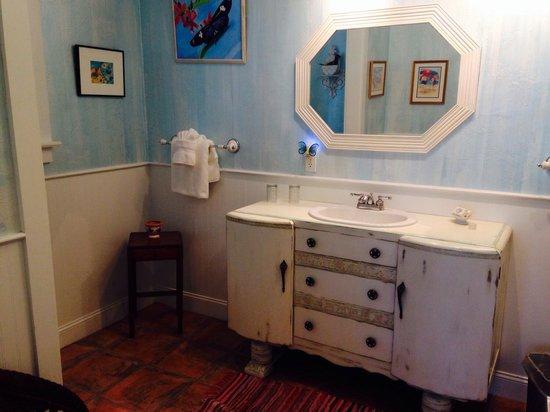 Anchor Inn : The Sky Blue room bathroom