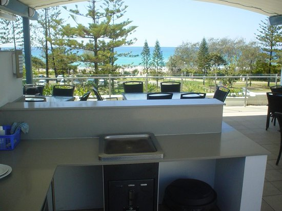 Mariner Shores Resort & Beach Club: 1 of 2 covered bbqs overlooking beach