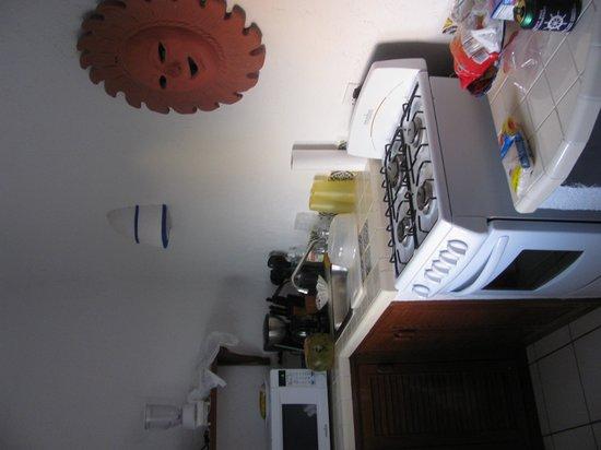 Del Sol Beachfront Hotel: cute kitchen