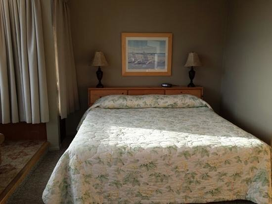 Ragged Point Inn and Resort: room L6- bright & spacious