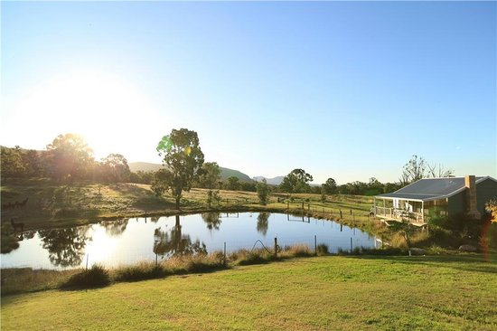 Starline Alpacas Farmstay Resort: the beautiful tiny lake