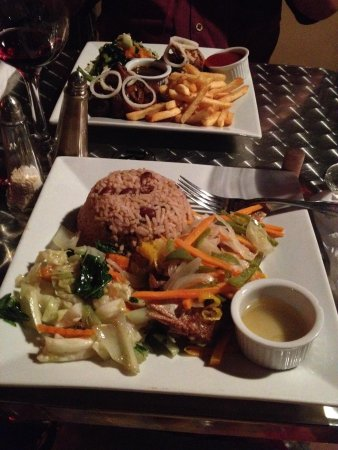 Rooms Ocho Rios: Mongoose - fish and jerk chicken