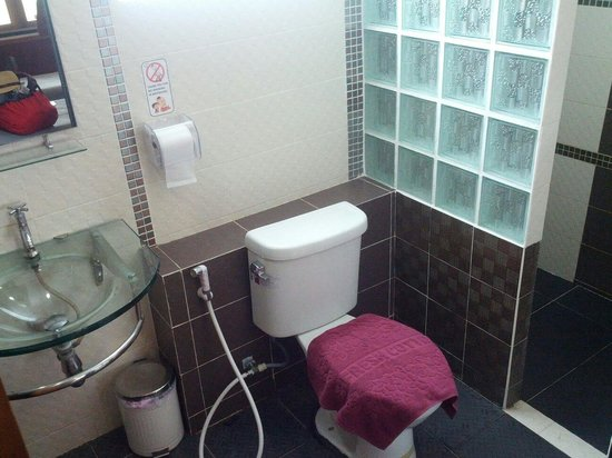 Pai Country House: toilet