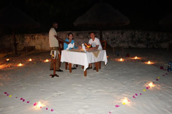 Zanzi Resort: Private dinner on the beach