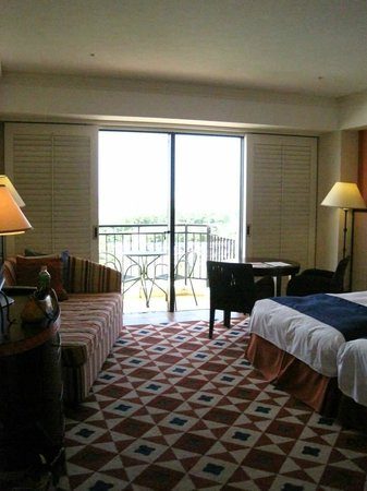 Hotel Nikko Alivila Yomitan Resort Okinawa: オシャレで清潔感ある客室
