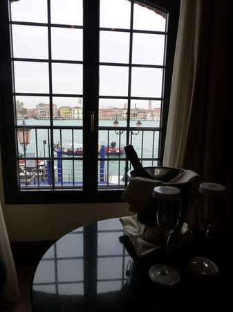 Hilton Molino Stucky Venice Hotel : Great view from room!