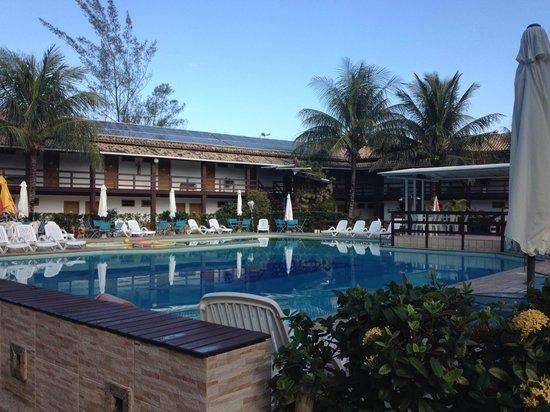 Vilarejo Praia Hotel : Piscina (bem ao centro, em frente aos quartos e ao restaurante)