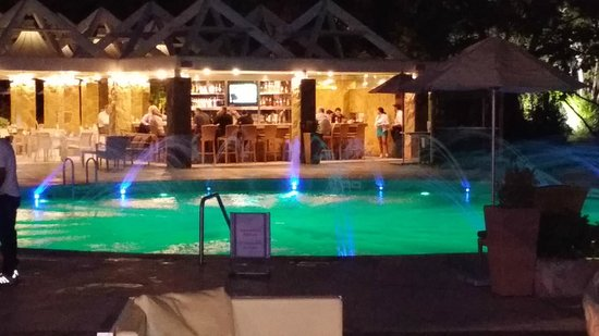 Sheraton Santiago Hotel and Convention Center: Pool Area at Night