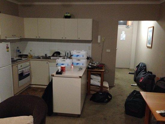 Quest Windsor: Kitchen area