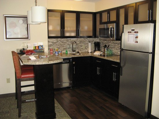 Staybridge Suites Grand Forks: 2-Bedroom Suite Kitchenette