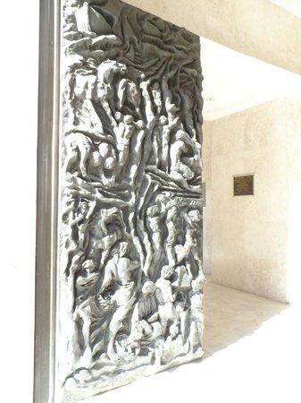 Sao Pellegrino Church: Portas