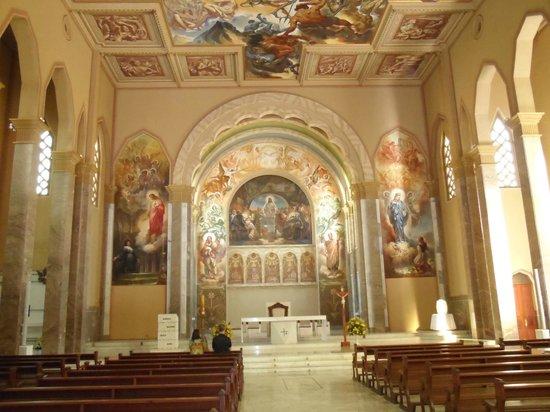 Sao Pellegrino Church: Vista do altar