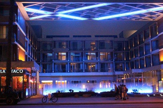Shore Hotel: Night