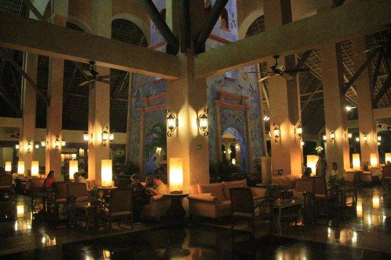 Grand Palladium Kantenah Resort and Spa: Lobby Riviera