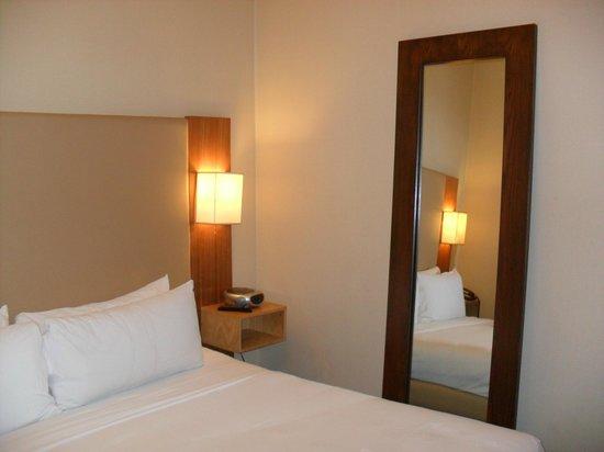 Amsterdam Court Hotel: Habitación Planta Baja