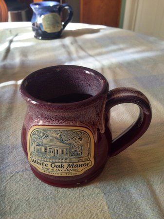 White Oak Manor Bed and Breakfast : Keurig coffee maker in your room