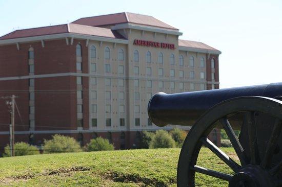 Ameristar Casino Hotel Vicksburg: Ameristar from across the street
