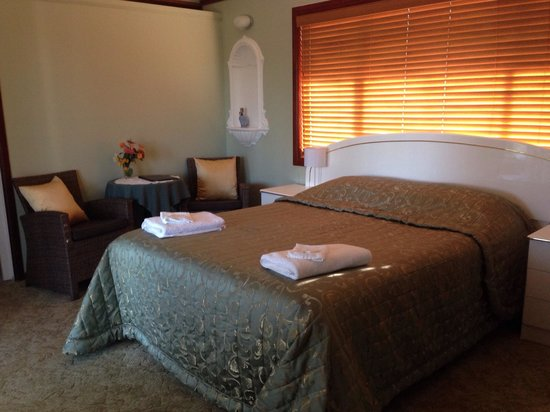Ainslie Manor: Room#3