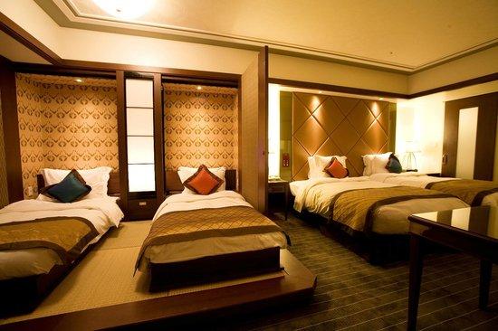 Spa Resort Exes: 4名様の場合は、畳スペースのビルトインベッドを2台出して対応