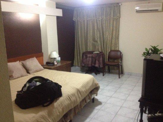 Hotel Estrella: King size bed