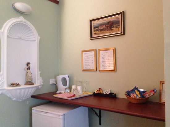 Ainslie Manor: Room#3 Tea&Coffee bar
