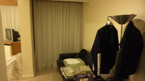 Hotel Savoy Othon: Otra parte de la habitación, con otro ventanal