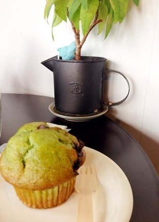 The Bluebird Café : Green tea chcocolate chip muffin-yum!