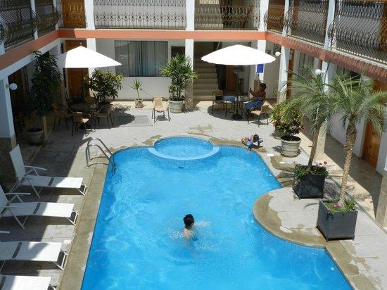 Hotel Las Flores : La zona de piscina