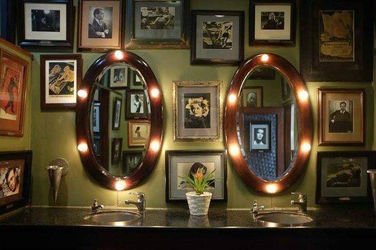 Cafe Batavia : The women's bathroom