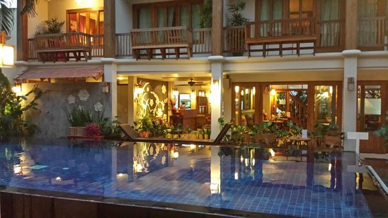 Vieng Mantra Hotel : View of the pool & rooms inside hotel