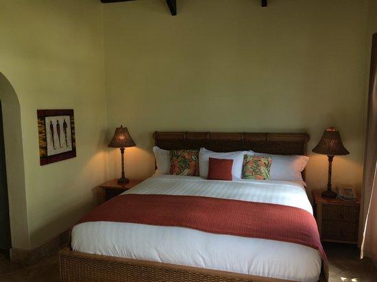 Frangipani Beach Resort: Comfortable bed, 4A.