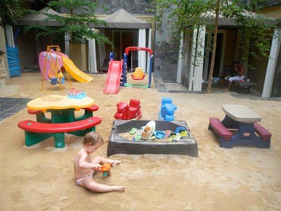 Kuta Paradiso Hotel: Kids play area
