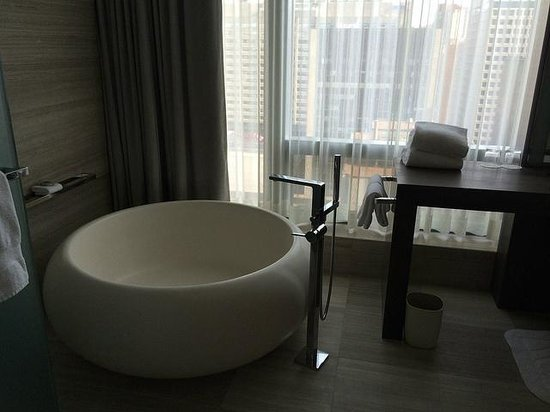 Four Seasons Hotel Toronto : Ice cream bowl bathtub