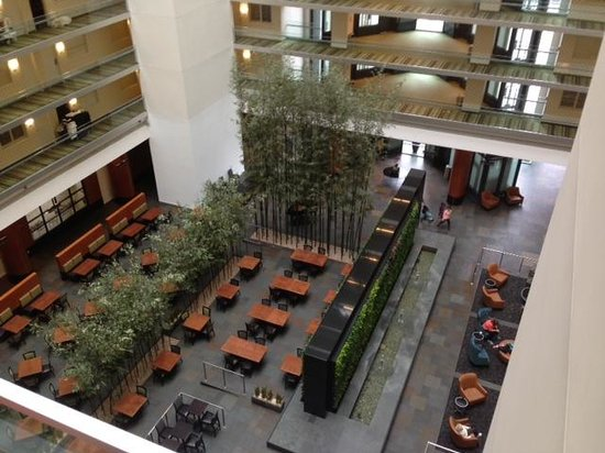Embassy Suites by Hilton Chicago Downtown Magnificent Mile: Atrium Lobby-Lounge-Breakfast Area