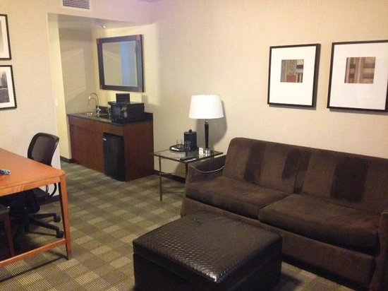 Embassy Suites by Hilton Chicago Downtown Magnificent Mile: Suite Area of Dbl Bed Suite