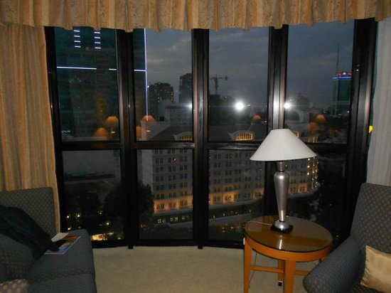 Caravelle Saigon : Doesn't do justice but the bay window rooms have floor to ceiling windows.