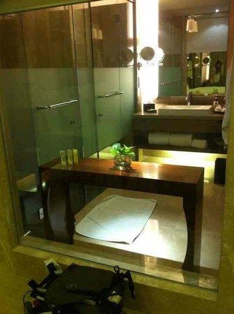 Hotel Tentrem Yogyakarta : Kamar mandi