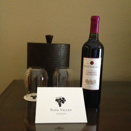 Napa Valley Lodge : Complimentary wine