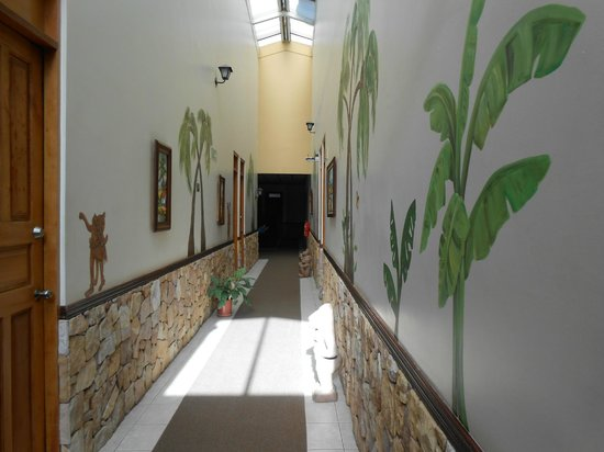 Adventure Inn: Bright, sunny, clean hallways