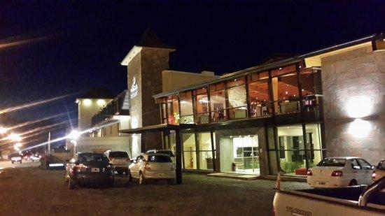 Alma del Lago Suites & Spa: Vista frontal del hotel