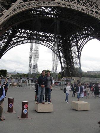 Tour Eiffel : Eiffel Tower - Kev & Uncle A.J.