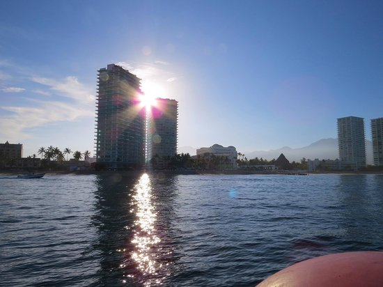 Hilton Puerto Vallarta Resort: Buildings lining the beach