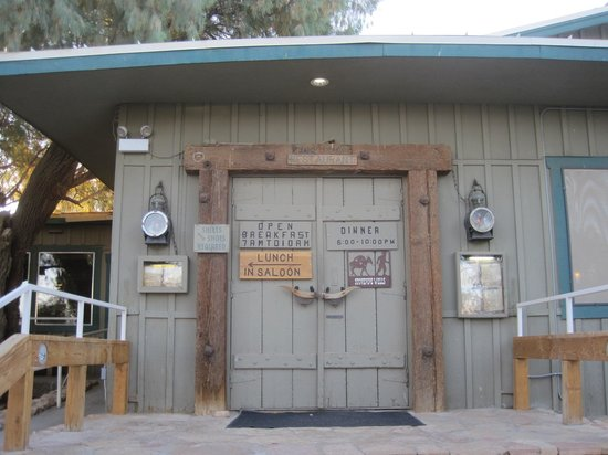Toll Road Restaurant : Restaurant front door