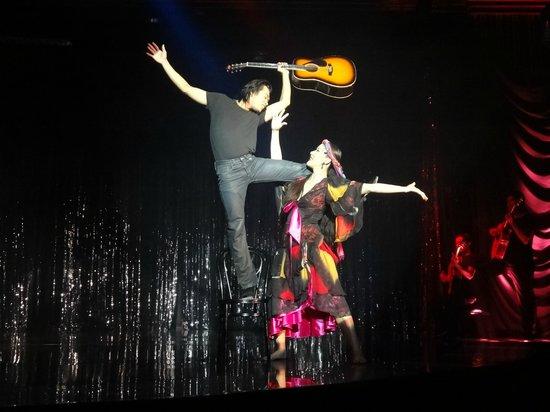 Calypso Cabaret: アクロバティックな演目