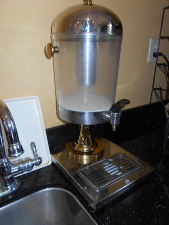 El Castell Motel: No more milk for you!