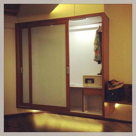 The Gold Beach Resort: closet in the room