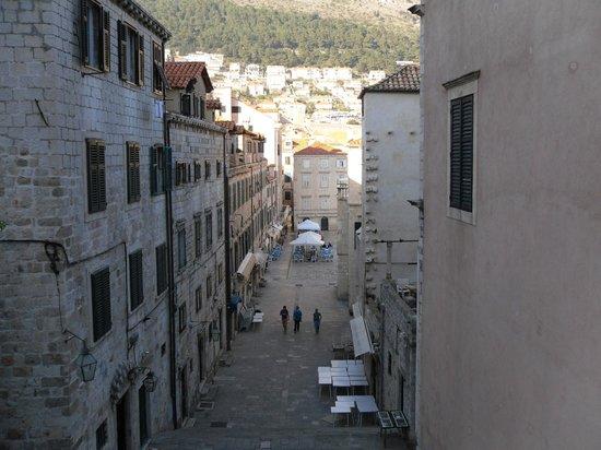 Hilton Imperial Dubrovnik: city walk way