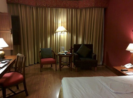 Empress Hotel: the room